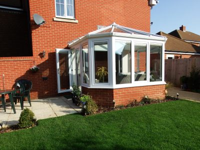 Image of a small and cosy Livin room conservatory design.