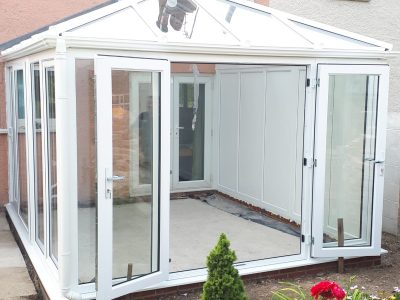 Spacious and clean new Livin room conservatory design.